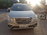 Photo Toyota Innova 2.5 V Diesel 8-seater